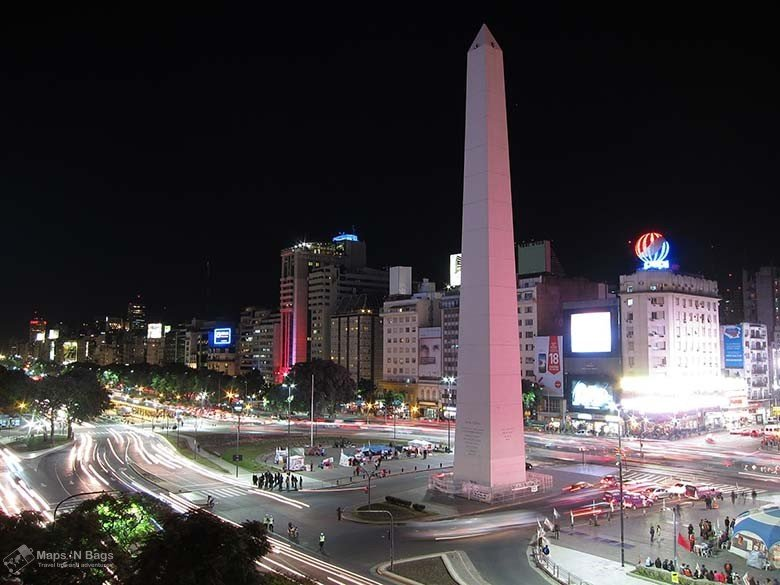 obelisk-evening-traffic-lights-public-transport-buenos-aires