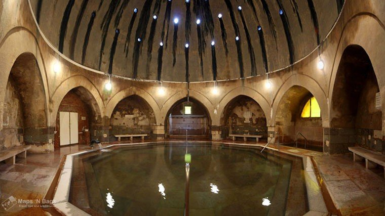 brown-room-pool-kiraly-thermal-bath-budapest
