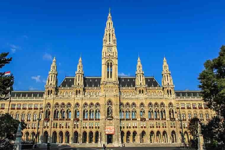 city-hall-blue-sky-things-to-do-vienna