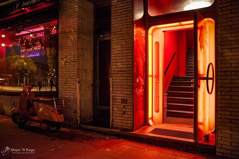 red-light-district-amsterdam-red-door