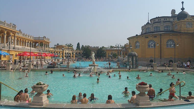 szechenyi-people in swimming-pool-budapest -thermal-bath