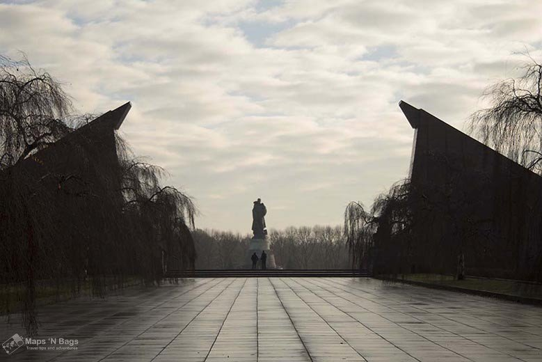 Soviet-memorial-treptower-park-statues-the-berlin-of-the-second-world-war