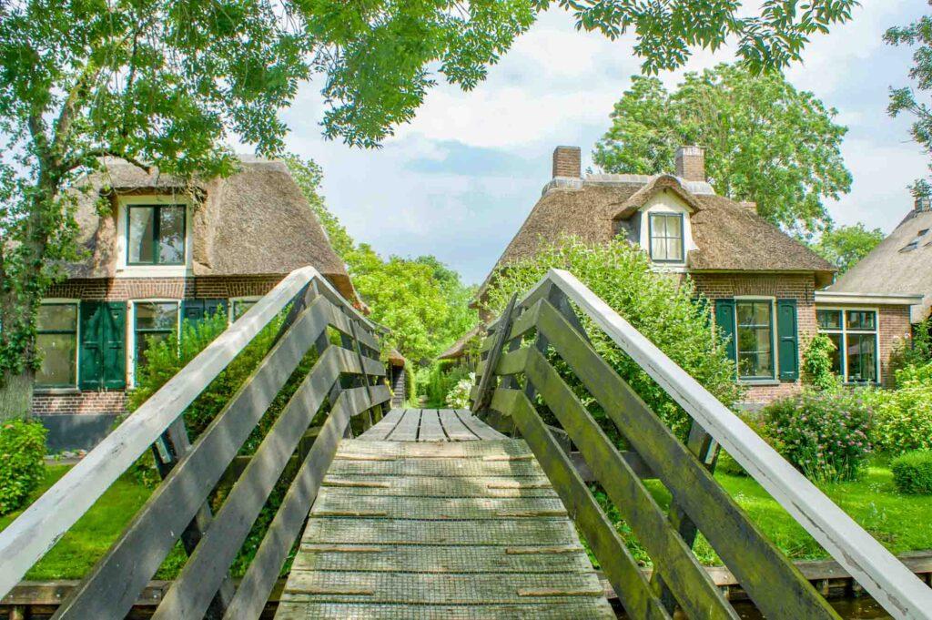 Wooden bridge in Giethoorn