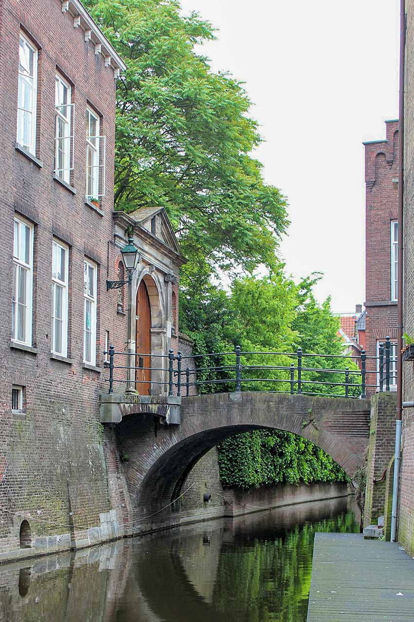 Canal under a bridge in the medieval town of Den Bosch.