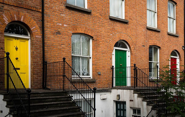 Houses of orange bricks and colorful doors. 2 days in Dublin, things to do in Dublin, Ireland.