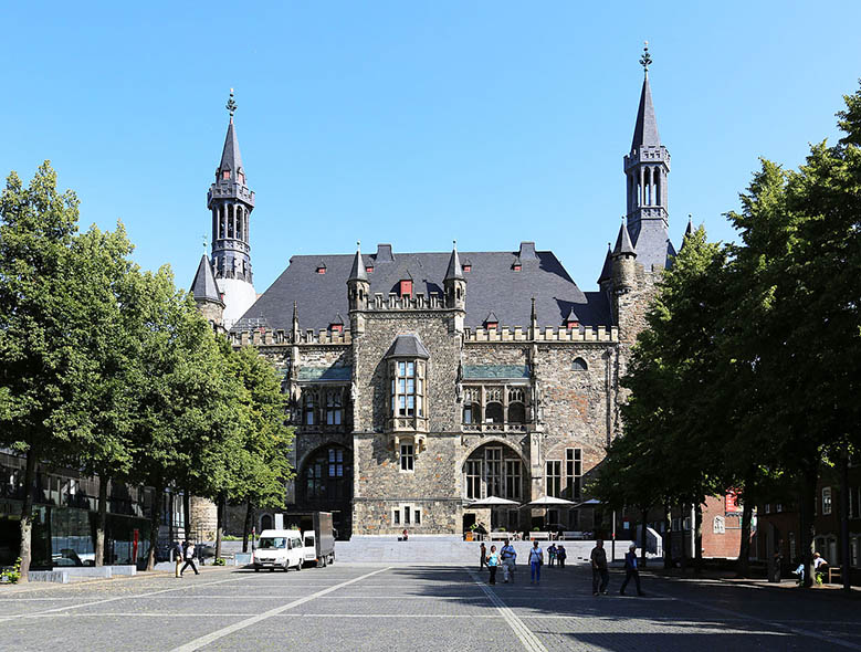 Aachen is among the most innovative metropoles in Germany, but it also has plenty of historic constructions from medieval times throughout the city just waiting to be visited. The city center is compact, so most of the things to do in Aachen are close to each other and I've listed them in this post. #Aachen #Germany #Daytrip #Europe #AachenCathedral #travel #thingstodo