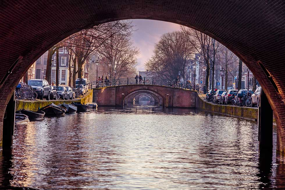 Seven bridges at the Reguliersgracht in Amsterdam. #Dutch #Amsterdam #Netherlands #Instagram #Instagrammable #Photos #pictures #photography #hotspots #damrak #centralstation #redlight #rijksmuseum #map