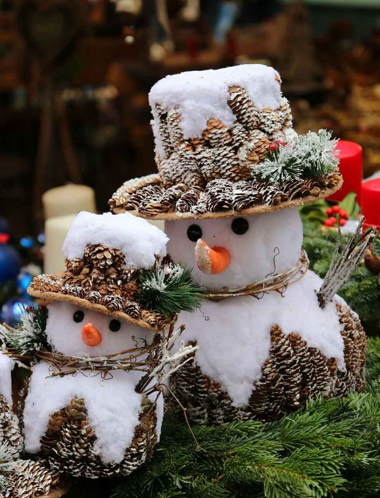 Two small snowmen in a Christmas market