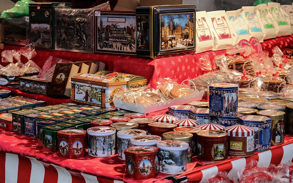 Gingerbread in cans at Nuremberg Christmas market