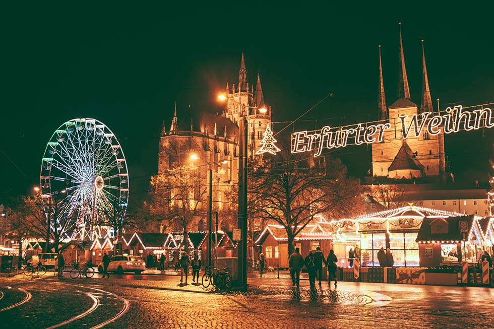 Nightphoto of a Christmas market in Erfurt.