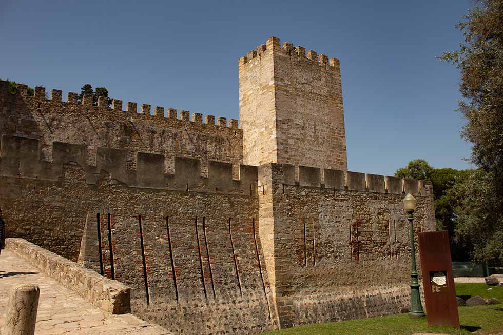 Walls of Sao Jorge Castle in Lisbon #Portugal #travel #Europe