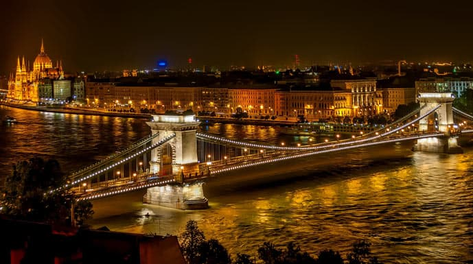 Quiz Chain Bridge in Budapest