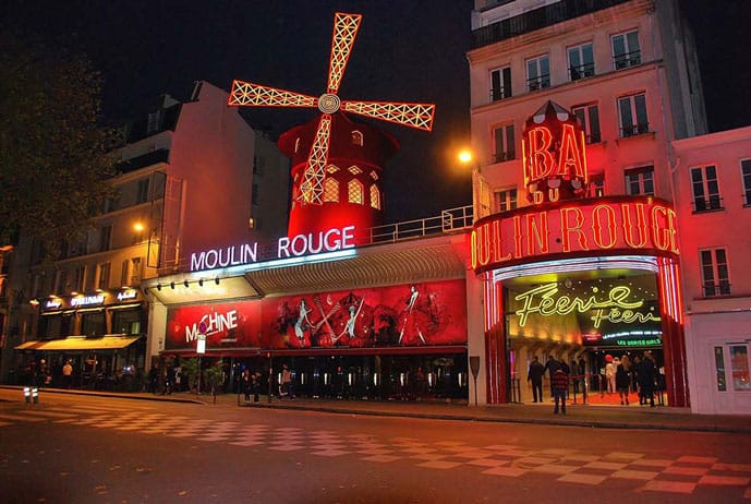 Paris 4 day itinerary, visit the Moulin Rouge