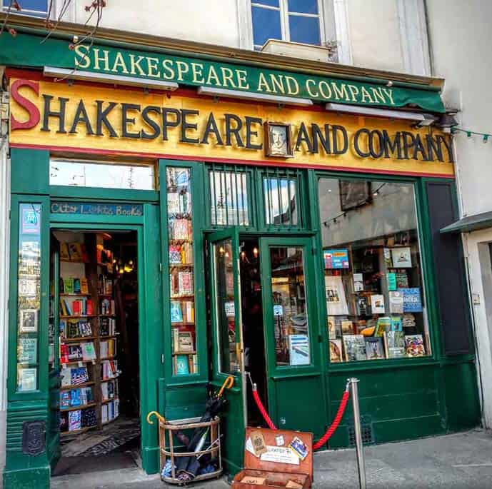Paris 4 day itinerary, visit the Shakespeare and Co Bookshop