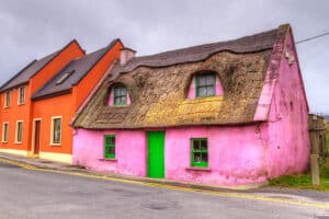 What to do in Doolin Ireland: spot cute cottages