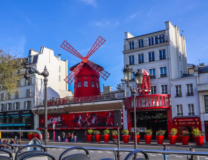 Two days in Paris itinerary, visit the Moulin Rouge