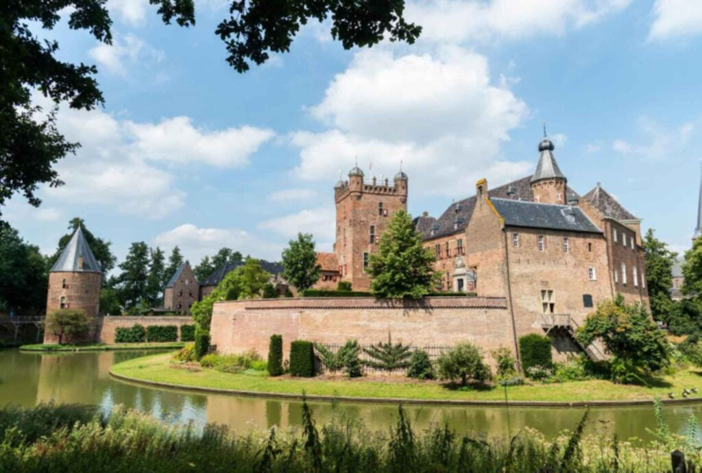 Castle Huis Bergh is one of the best castle hotels in the Netherlands